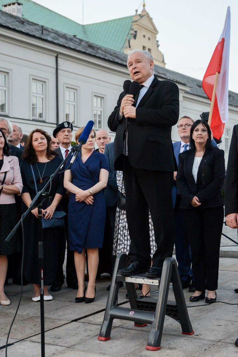 Jarosław Kaczyński przemawia na miesięcznicy /Gaczyński  /East News