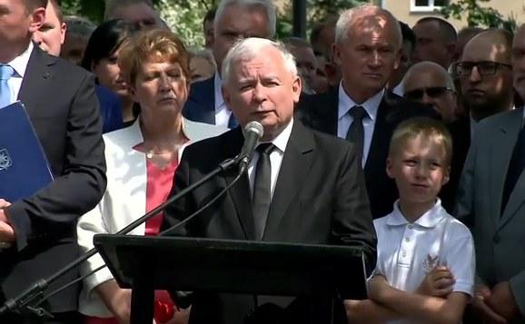 Jarosław Kaczyński przemawia w Mińsku Mazowieckim /TVN24