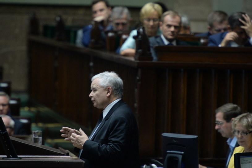 Jarosław Kaczyński przemawia w Sejmie /Jacek Turczyk /PAP