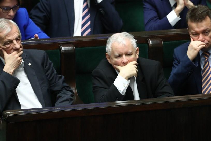 Jarosław Kaczyński, Ryszard Terlecki i Mariusz Błaszczak w Sejmie /fot. Andrzej Iwanczuk /Reporter