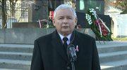 Jarosław Kaczyński składa kwiaty przed pomnikiem Piłsudskiego