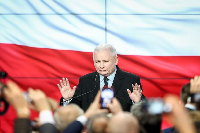 Jarosław Kaczyński tuż po ogłoszeniu sondażowych wyników wyborów /Andrzej Iwańczuk /Reporter
