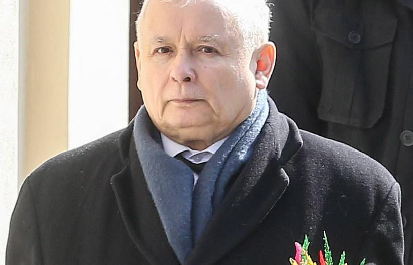 Jarosław Kaczyński w drodze do kościoła /Newspix
