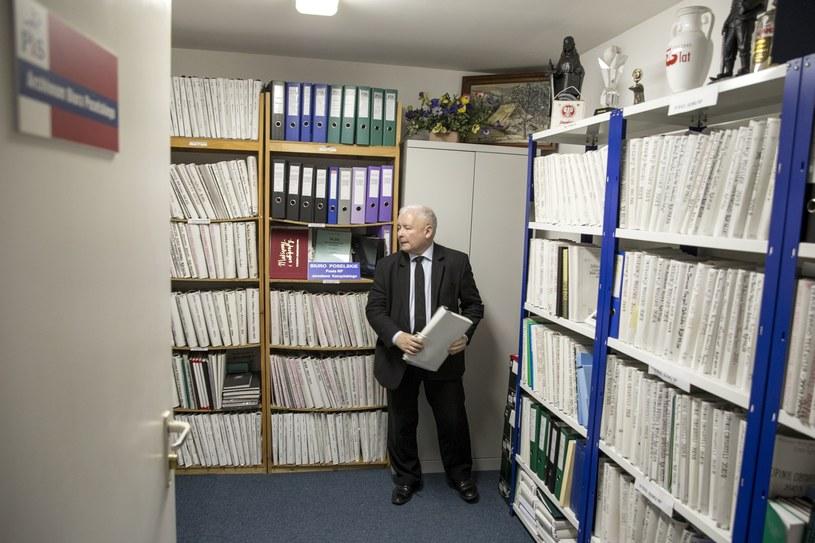 Jarosław Kaczyński w swoim archiwum /Tomasz Radzik/Agencja SE /East News
