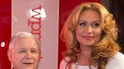 Jarosław Kaczyński z kolejną nagrodą! Kim jest ta ponętna blondynka, z którą pozuje do zdjęć?