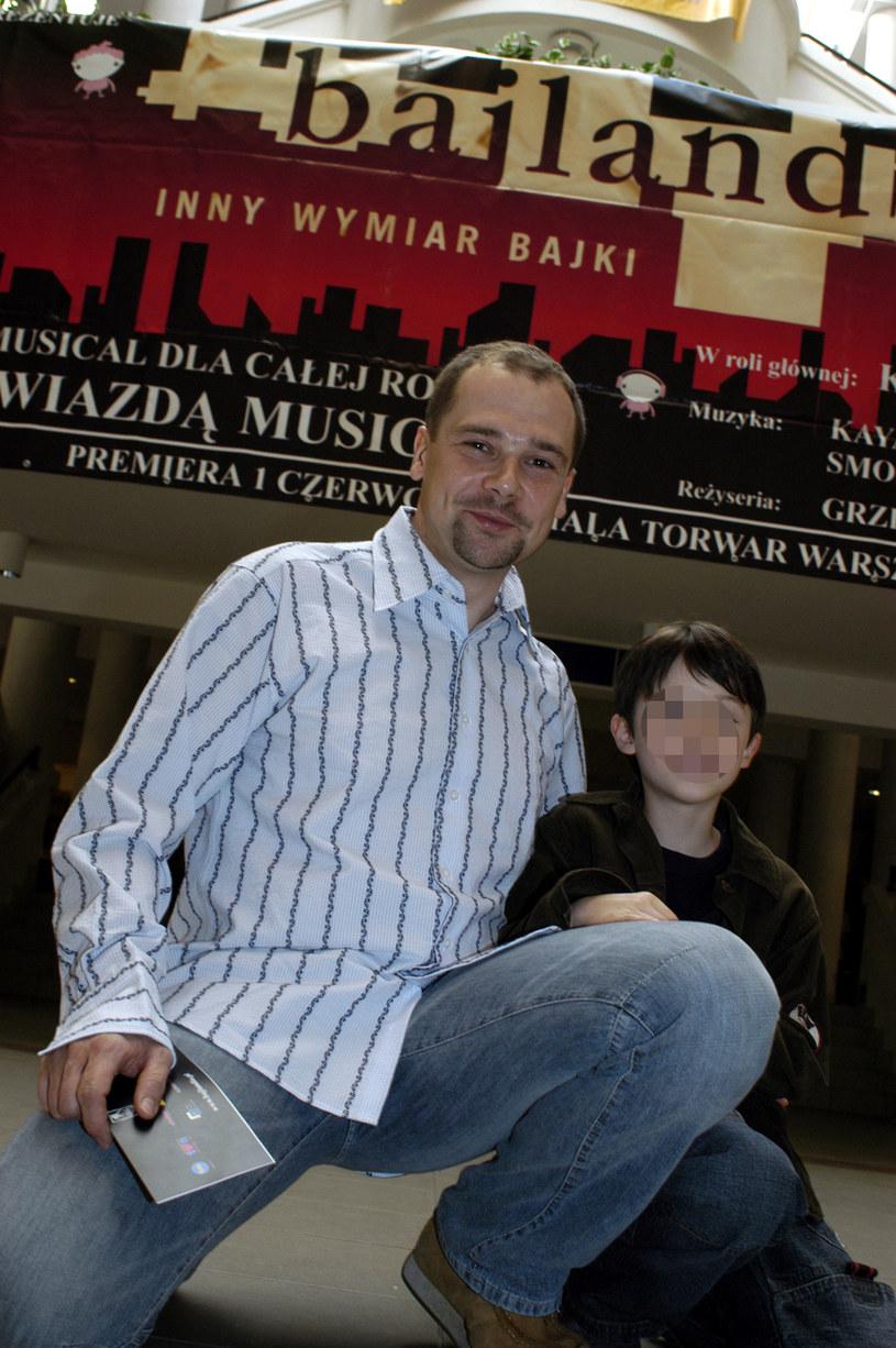 Jarosław Kulczycki z synem Filipem, 2004 rok /Zawada /AKPA