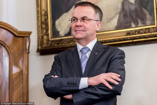 """Jarosław Sellin: """"W prywatnych domach przez lata były gromadzone tajne materiały"""" /East News"""