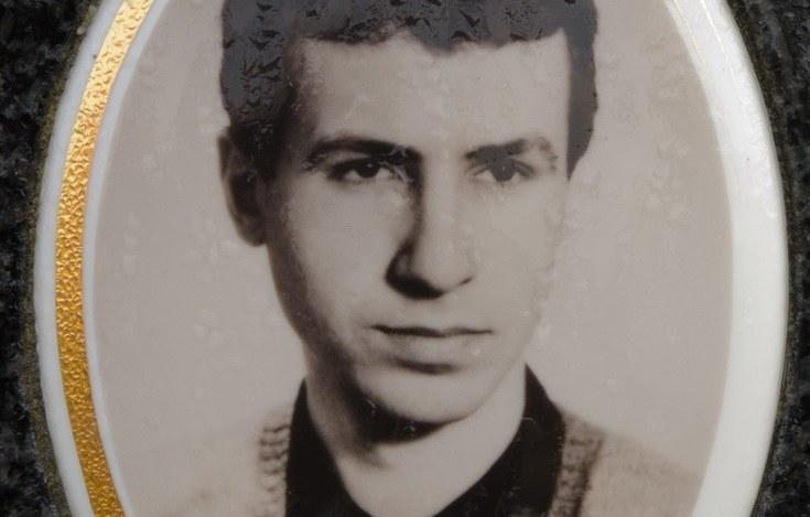 Jarosław Ziętara, zdjęcie z symbolicznego nagrobka na cmentarzu komunalnym w Bydgoszczy /Lukasz Piecyk/REPORTER /East News