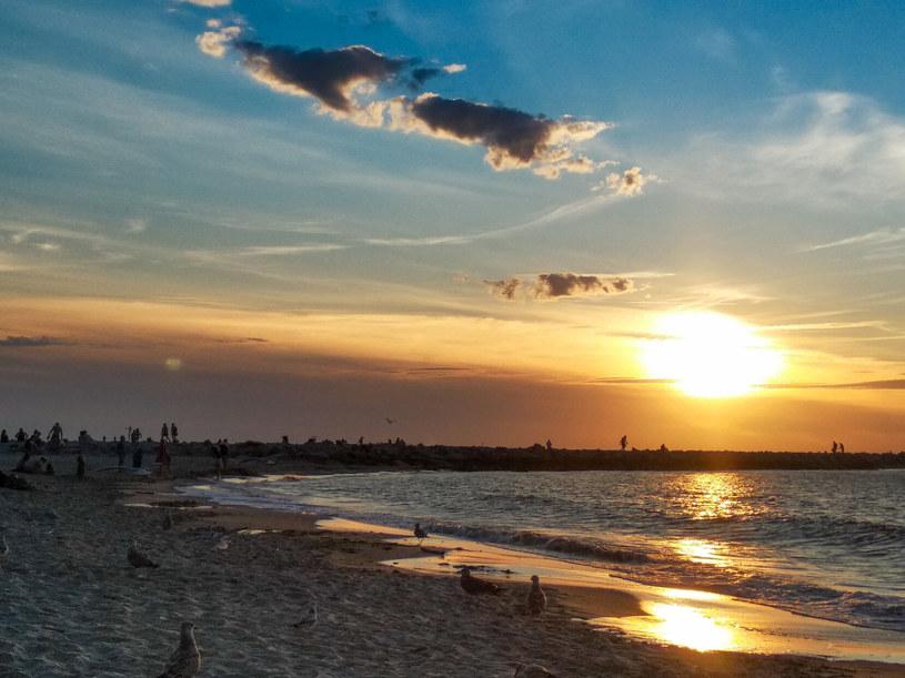 Jarosławiec - jedna z największych sztucznych plaż w Europie. /Marek Kowalczyk /Reporter