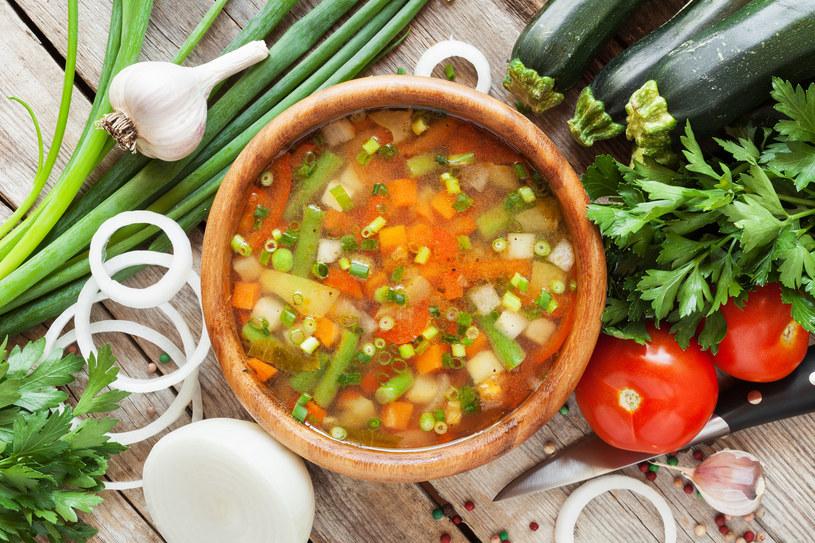 Jarska zupa pełna smacznych warzyw /123RF/PICSEL
