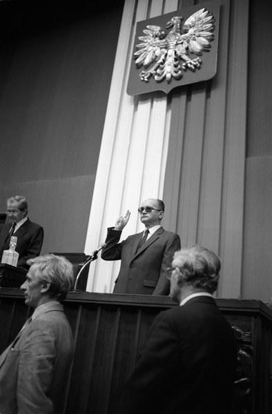 Wojciech Jaruzelski składa przysięgę
