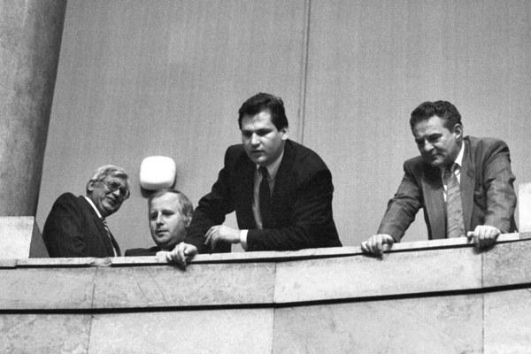 Warszawa, 19.07.1989, Sejm kontraktowy, dzień wyboru prezydenta. Aleksander Kwaśniewski na galerii