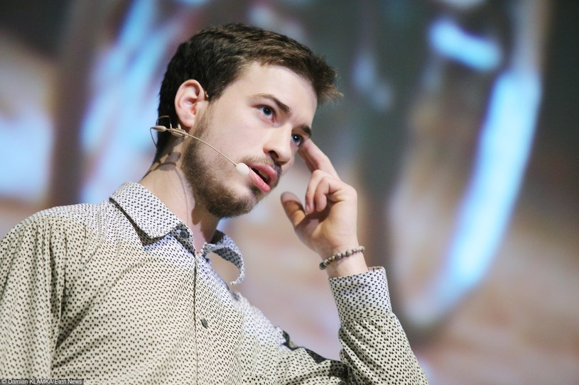 """Jasiek Mela: """"Nie znam się kompletnie na teorii motywacji, tylko pokazuje, że można. Chcecie? Zróbcie tak samo""""... /Damian Klamka /East News"""
