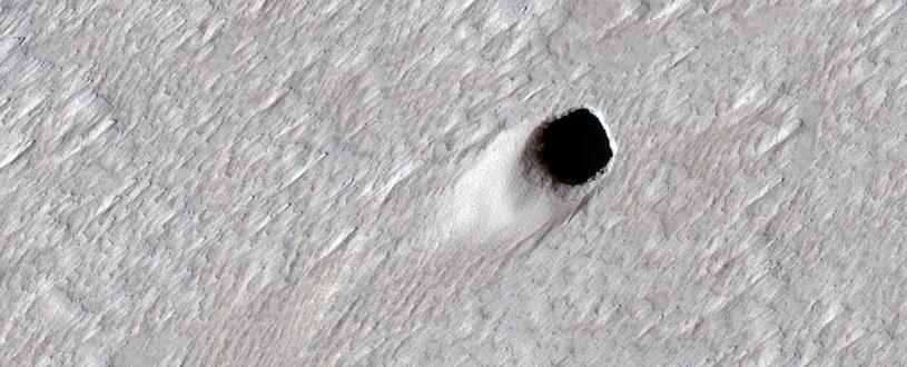 Jaskinia lawowa na Marsie /materiały prasowe