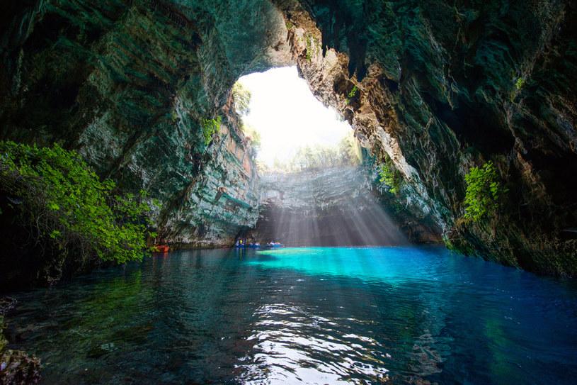 Jaskinia Melissani na greckiej wyspie Kefalonia (Kefalinia, Morze Jońskie) /123RF/PICSEL
