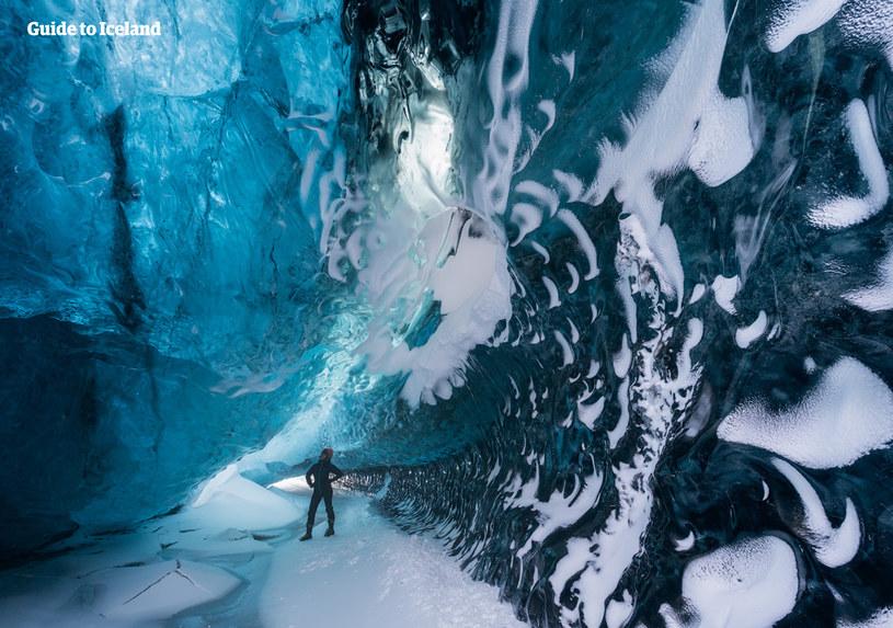 Jaskinia w lodowcu Vatnajökull /materiały promocyjne