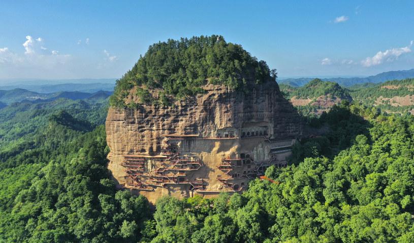 Jaskinie Maijishan przetrwały nawet trzęsienie ziemi w 734 roku i do dziś cieszą oczy zwiedzających /ICHPL Imaginechina/Associated Press/East News /East News