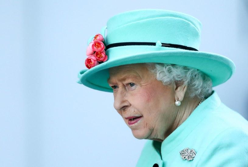 Jaskrawe kolory to znak rozpoznawczy królowej Elżbiety /East News