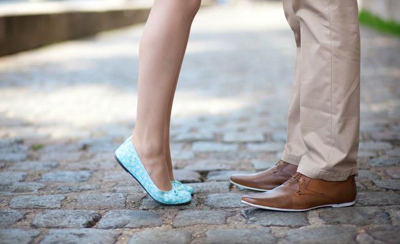 Jasne kolory na weselu to w przypadku panów ryzykowny wybór /123RF/PICSEL