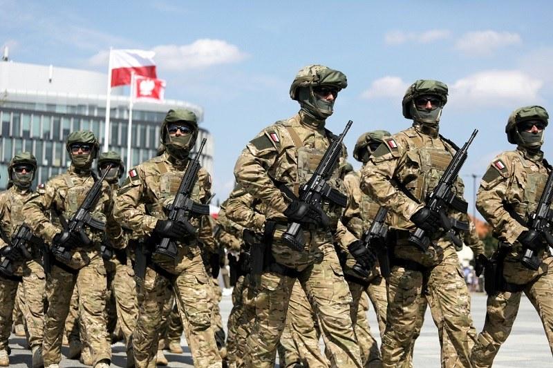 Jasnowidz przepowiedział wojnę domową w Polsce! /Jakub Kamiński   /East News