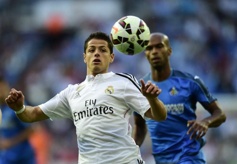 Javier Hernandez (biały strój) w spotkaniu z Getafe /AFP