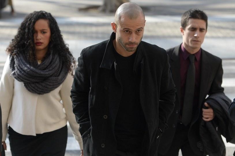 Javier Mascherano (w środku) w drodze do sądu /AFP