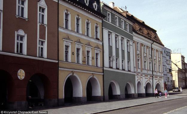 Jawor - barokowe, podcieniowe kamieniczki na rynku. Fot. Krzysztof Chojnacki Easdt News /AGENCJA GAZETA
