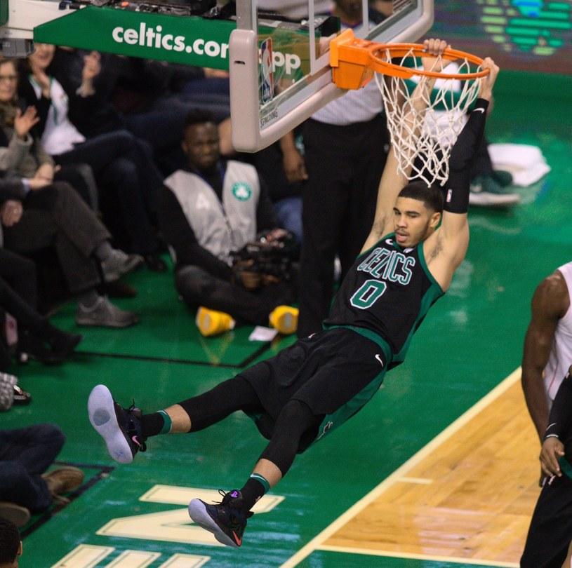 Jayson Tatum w Celtics w efektownym wsadzie /PAP/EPA