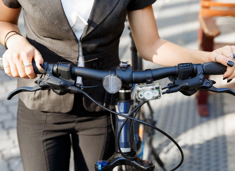 Jazda rowerem do pracy to świetny trening /123RF/PICSEL