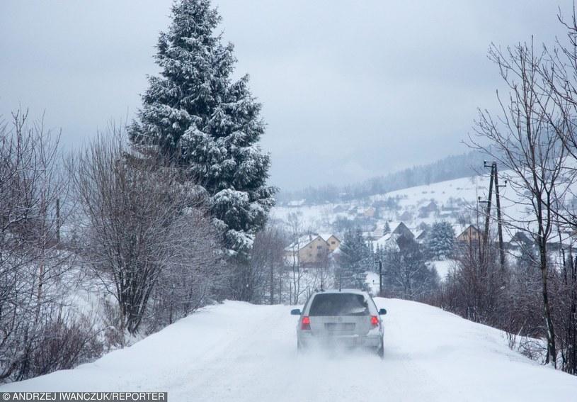 Jazda w górach zimą to spore wyzwanie /Andrzej Iwańczuk /Reporter