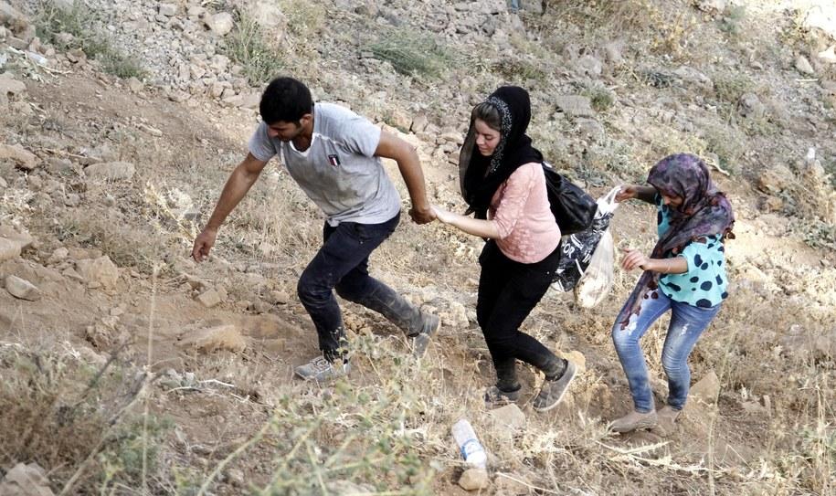 Jazydzi uciekający przed bojownikami Państwa Islamskiego /ULAS YUNUS TOSUN /PAP/EPA
