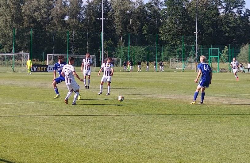 Jean Carlos Silva (1. z lewej) w starciu z Hubertem Maślanką z Sandecji /Michał Białoński /INTERIA.PL