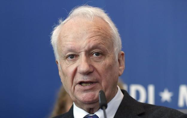 Jean-Marie Cavada (P), europoseł /AFP