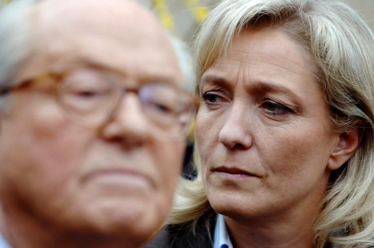 Jean-Marie Le Pen i jego córka, Marine, zdj. archiwalne /MARTIN BUREAU /AFP