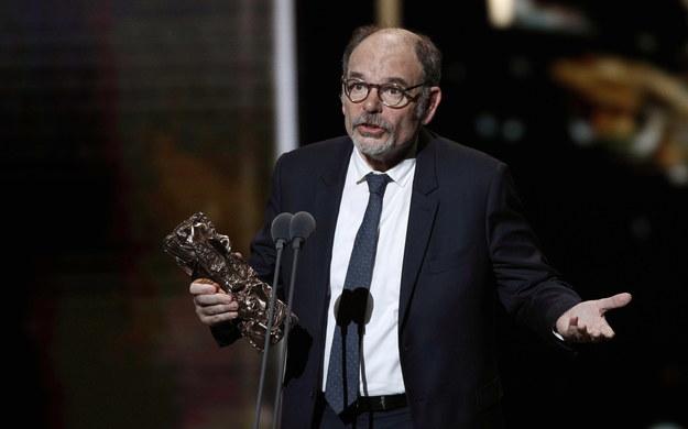 Jean-Pierre Darroussin, wyczytując zwycięzców w tej kategorii scenariusz adoptowany – w której zwyciężył polski reżyser -  odmówił podania nazwiska Romana Polańskiego /YOAN VALAT  /PAP/EPA