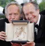Jean-Pierre i Luc Dardenne ze Złotą Palmą /AFP