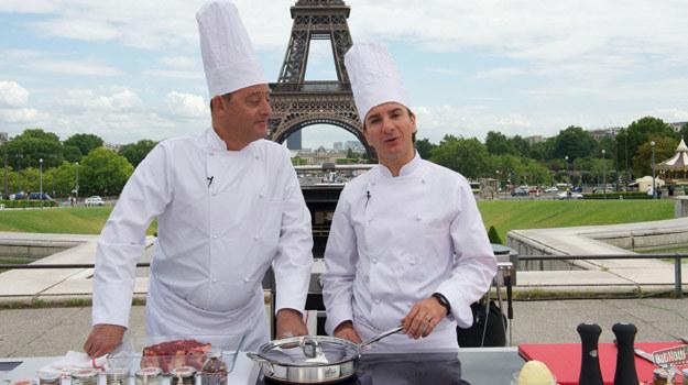"""Jean Reno i Michael Youn w scenie z filmu """"Faceci od kuchni"""" /materiały dystrybutora"""