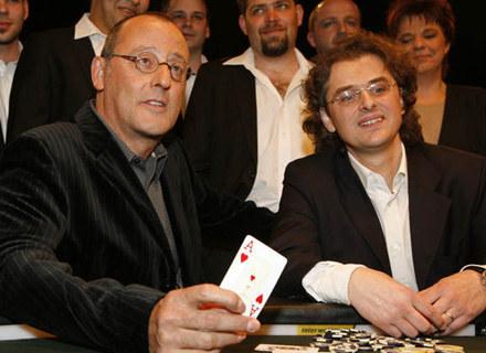 Jean Reno w nwej komedii wcieli się w terapuetę i specjalistę od związków /AFP