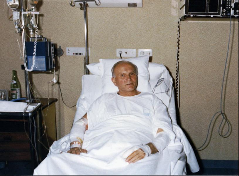 Jeane Dixon przewidziała m.in. zamach na Jana Pawła II z 1981 roku /AP Photo/Osservatore Romano /East News