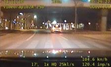 0007RAOOLTDF3225-C307 Jechał 145 km/h po mieście. Za nim policyjne BMW