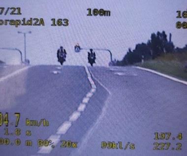 Jechali prawie 200 km/h na motocyklach przez przejście dla pieszych