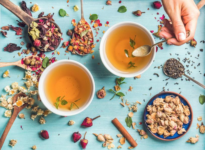 Jeden błąd może całkowicie zepsuć smak herbaty /123RF/PICSEL