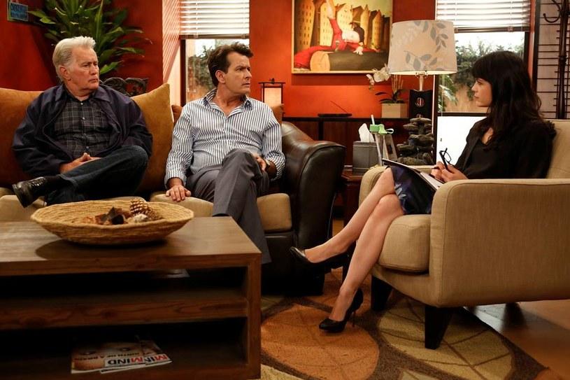 """Jeden gniewny Charlie"": Martin Sheen, Charlie Sheen i Selma Blair /materiały prasowe"