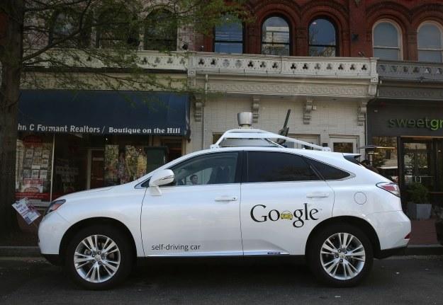 Jeden z autonomicznych samochodów Google /AFP