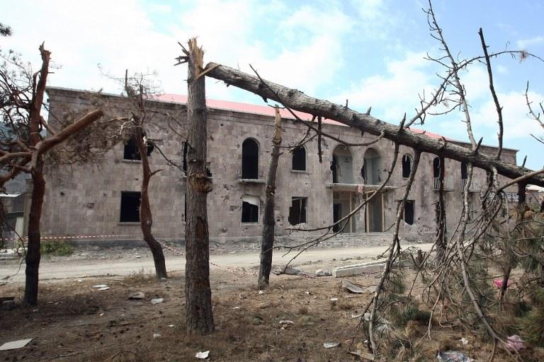 Jeden z budynków uszkodzonych w Gori w czasie wojny z Rosją /MUSTAFA OZER /AFP