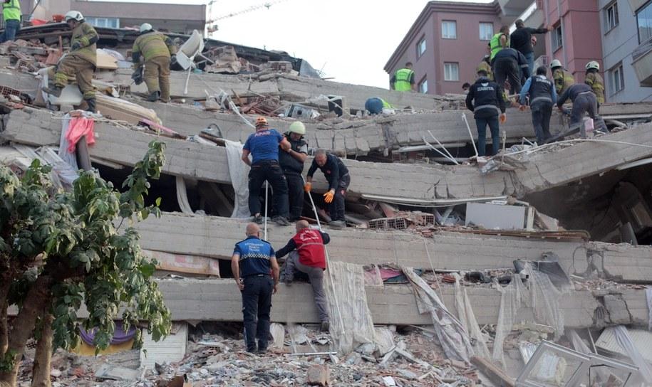 Jeden z budynków zniszczonych przez trzęsienie ziemi /STRINGER /PAP/EPA