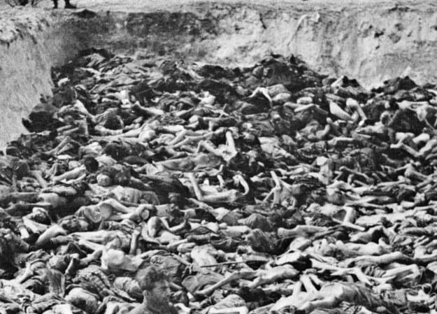 Jeden z dołów śmierci z ofiarami niemieckiego ludobójstwa w czasie drugiej wojny światowej /AFP