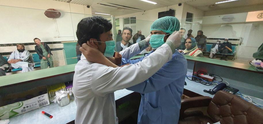 Jeden z dwóch przypadków zakażenia wystąpił w największym mieście Pakistanu, Karaczi /JAMAL TARAKAI /PAP/EPA