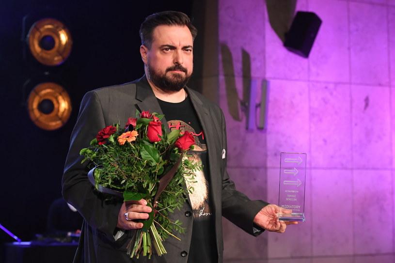 Jeden z laureatów w kategorii DetonaTOR Tomasz Sekielski (nagrodzony wspólnie z Markiem Sekielskim) /Jacek Bednarczyk   /PAP