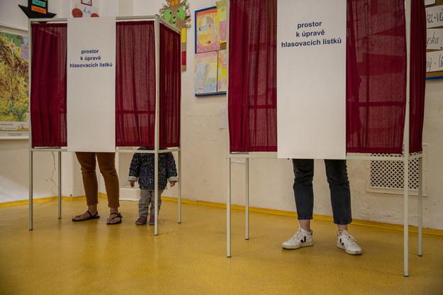 Jeden z lokali wyborczych w Pradze /Martin Divisek /PAP/EPA